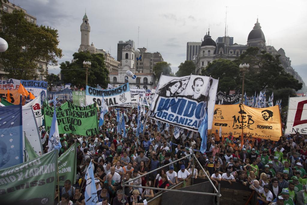 zzzznacp2NOTICIAS ARGENTINAS BAIRES, MARZO 30: Vista del acto de las dos CTA en plaza de Mayo. Foto NA: DAMIAN DOPACIOzzzz